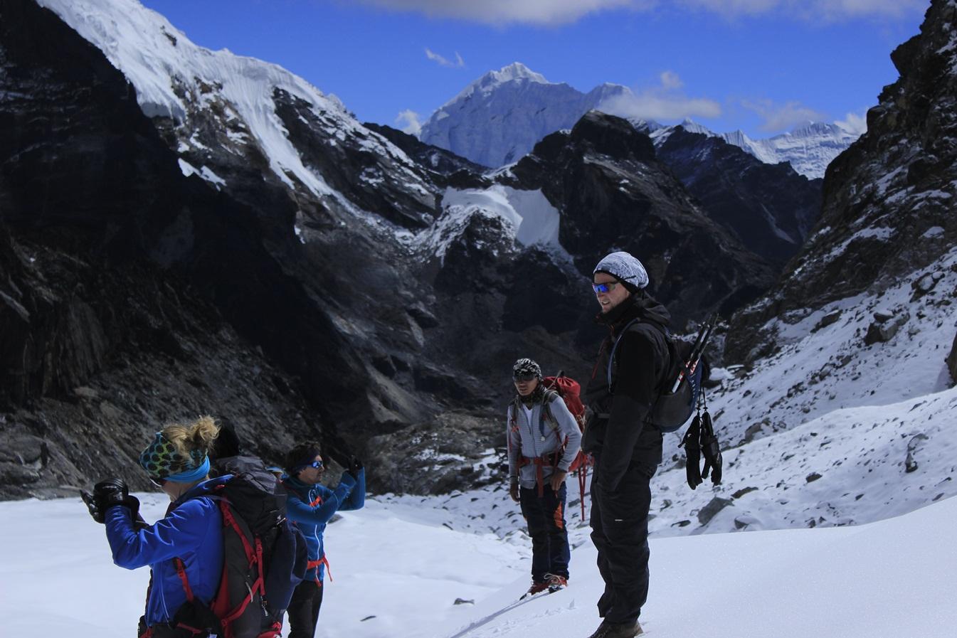 Renjo La Pass Trek